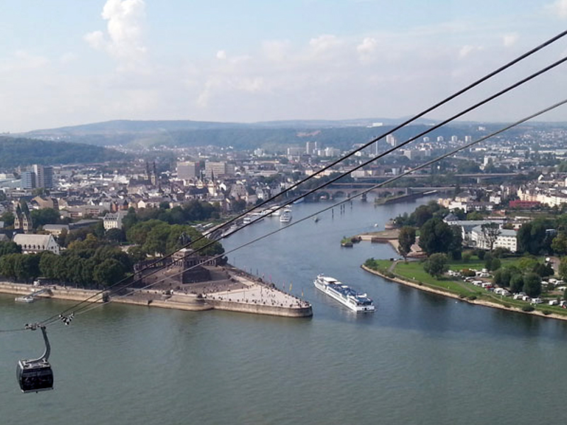 The Deutsche Eck in Koblenz can be reached comfortably by car in about 20 minutes.
